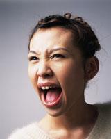 叫ぶ女性 28144091641| 写真素材・ストックフォト・画像・イラスト素材|アマナイメージズ