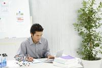 ビジネスマン 28174006349| 写真素材・ストックフォト・画像・イラスト素材|アマナイメージズ