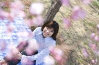 桜の花と女性 28174007047| 写真素材・ストックフォト・画像・イラスト素材|アマナイメージズ