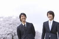 笑顔の男性2人