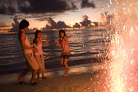 ビーチで花火