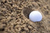 バンカーに入ったゴルフボール