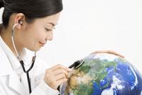 地球を診察する女医