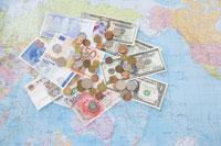 世界のお金と世界地図
