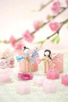 桃の花と雛飾り