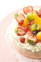 フレッシュフルーツのデコレーションケーキ