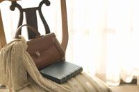 バッグと本とスカーフ