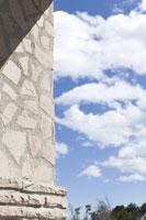 石壁と空 28182000635| 写真素材・ストックフォト・画像・イラスト素材|アマナイメージズ