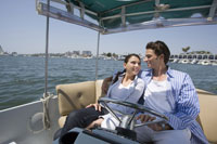 船上でくつろぐカップル 28186000305| 写真素材・ストックフォト・画像・イラスト素材|アマナイメージズ