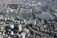 隅田川周辺の空撮 28203000803| 写真素材・ストックフォト・画像・イラスト素材|アマナイメージズ