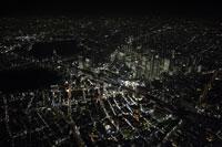 新宿駅周辺の空撮 28203001207| 写真素材・ストックフォト・画像・イラスト素材|アマナイメージズ