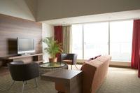 観葉植物の置いてある部屋 28208000110| 写真素材・ストックフォト・画像・イラスト素材|アマナイメージズ
