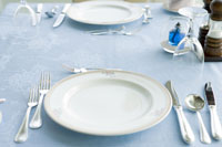 テーブルセットされた食器 28208000479| 写真素材・ストックフォト・画像・イラスト素材|アマナイメージズ