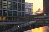 ゆりかもめ汐留駅周辺の夕日