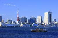 東京タワーと水上バス