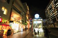 メトロ表参道駅出入り口の夜景