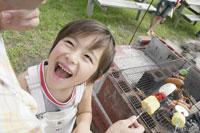 笑う少年 29960000018| 写真素材・ストックフォト・画像・イラスト素材|アマナイメージズ
