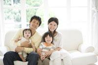 家族のポートレート 29968000156| 写真素材・ストックフォト・画像・イラスト素材|アマナイメージズ