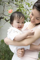 お母さんと赤ちゃん 29968000221| 写真素材・ストックフォト・画像・イラスト素材|アマナイメージズ