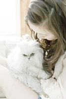 ネコと女性