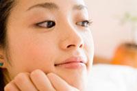 20代日本人女性のアップ 30701000018| 写真素材・ストックフォト・画像・イラスト素材|アマナイメージズ