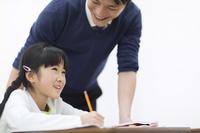 男性教師から教わる女の子