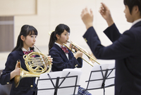 吹奏楽の練習をする学生たち