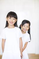 笑顔の女の子2人