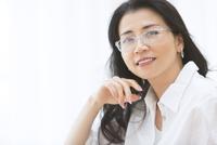 眼鏡の女性のポートレート