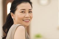女性のポートレート 33000004603| 写真素材・ストックフォト・画像・イラスト素材|アマナイメージズ
