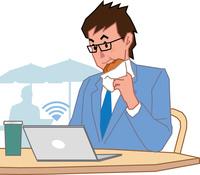 カフェでノートPCを使う若いビジネスマン 60008000647| 写真素材・ストックフォト・画像・イラスト素材|アマナイメージズ