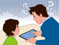 タブレットの操作に悩む父と息子 60008000650| 写真素材・ストックフォト・画像・イラスト素材|アマナイメージズ