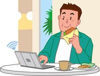 カフェでノートPCを使う中高年男性 60008000674| 写真素材・ストックフォト・画像・イラスト素材|アマナイメージズ