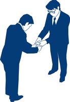 名刺交換をする二人のビジネスマン 60009000164| 写真素材・ストックフォト・画像・イラスト素材|アマナイメージズ