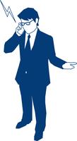携帯で電話をするビジネスマン 60009000179| 写真素材・ストックフォト・画像・イラスト素材|アマナイメージズ