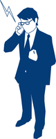 携帯で電話をするビジネスマン 60009000181| 写真素材・ストックフォト・画像・イラスト素材|アマナイメージズ