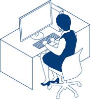 デスクでパソコンに向かうOL 60009000226| 写真素材・ストックフォト・画像・イラスト素材|アマナイメージズ
