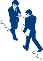 歩行中にスマートフォンを見るビジネスマン 60009000368| 写真素材・ストックフォト・画像・イラスト素材|アマナイメージズ