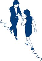 歩行中スマートフォンを見る女性会社員 60009000370| 写真素材・ストックフォト・画像・イラスト素材|アマナイメージズ