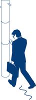 歩行中にスマートフォンを見るビジネスマン 60009000371| 写真素材・ストックフォト・画像・イラスト素材|アマナイメージズ