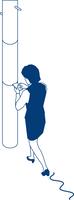 歩行中スマートフォンを見る女性会社員 60009000372| 写真素材・ストックフォト・画像・イラスト素材|アマナイメージズ