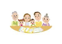 相談する三世代家族 60029000014| 写真素材・ストックフォト・画像・イラスト素材|アマナイメージズ
