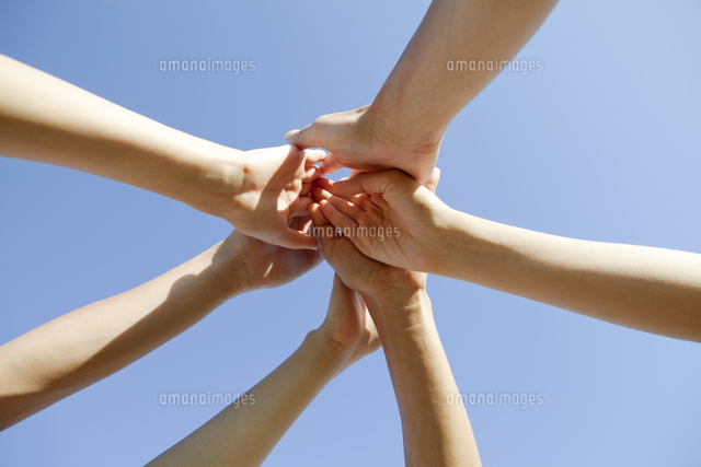 若者たちの手 (c)AID