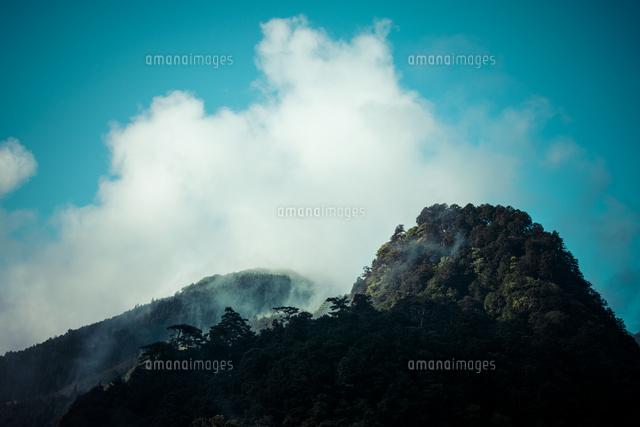 山合いに沸き立つ雲[10143008016...