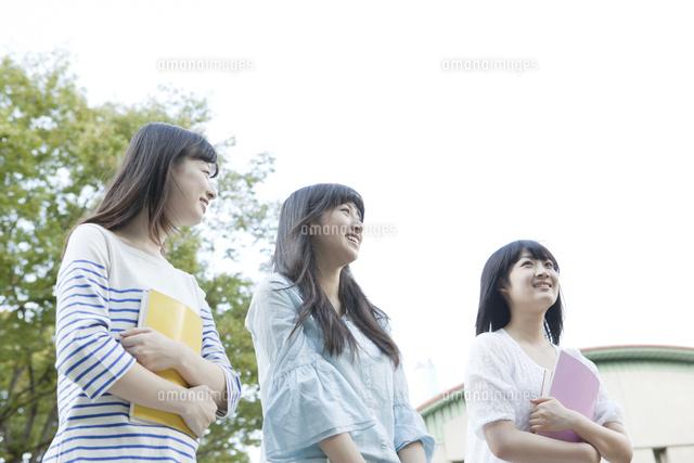 ローアングル女学生3人[10161013...