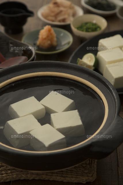 京都風の湯豆腐ともみじおろし[10175002477]| 写真素材・ストックフォト・画像・イラスト素材|アマナイメージズ