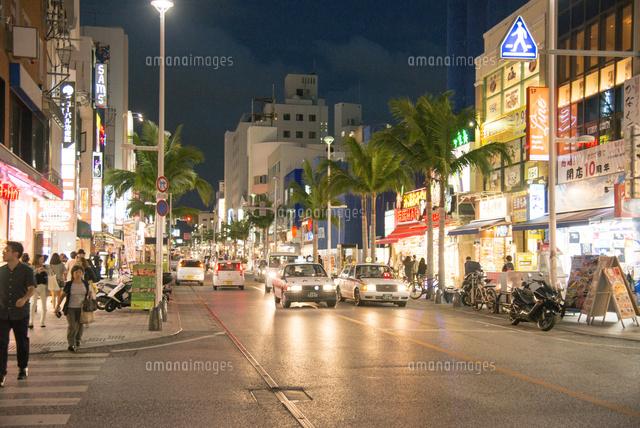 沖縄国際通り[10222008617]の写真素材・イラスト素材|アマナ ...