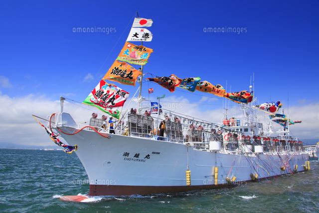 イカ釣り漁船の出航[10247019149...