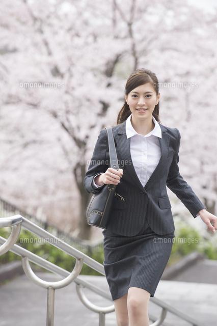 桜と走る新卒OL[10248016800]| ...