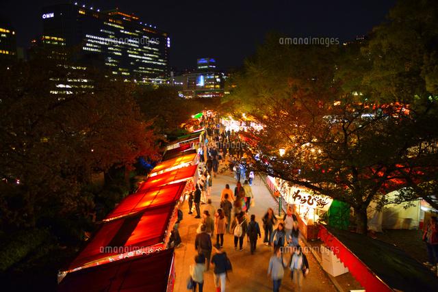 夜桜 造幣局桜の通り抜けの夜店[10254013932]  写真素材・ストックフォト・画像・イラスト素材 アマナイメージズ